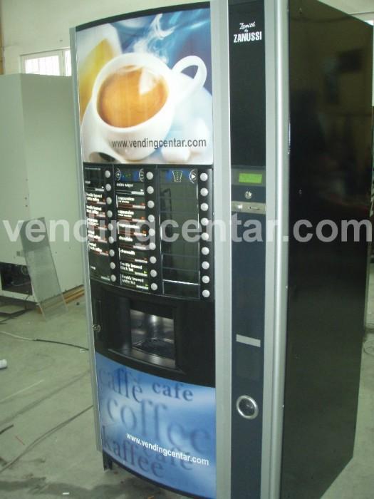 Зануси Зенит кафе автоматът работи с две кафета на зърна.